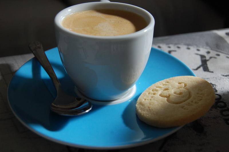 café con pastas de té