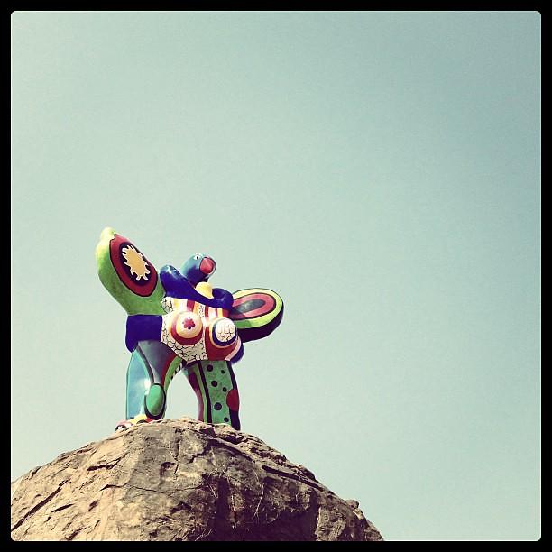 美術の教科書かなにかで見たなぁ Grand Oiseau Amoureux by Niki de Saint Phalle