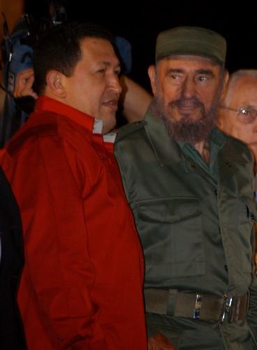 Hugo Chávez y Fidel Castro juntos, el 3 de febrero de 2006 en la habanera Plaza de la Revolución, cuando el segundo recibió el Premio Internacional José Martí, entregado por la Unesco. Crédito: Jorge Luis Baños/IPS