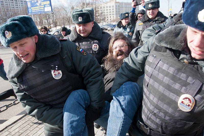 Задержания на пикете в поддержку Pussy Riot у здания ФСИН в Москве 8 марта 2013