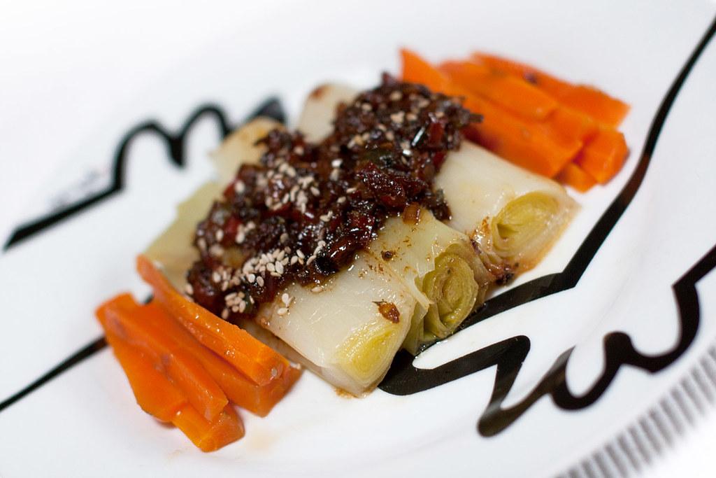 Puerros y zanahorias con sofrito tamari-sesamizado