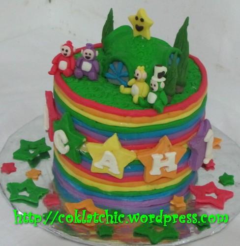 Kue ulang tahun dengan tema cake teletubbies model ini menggunakan