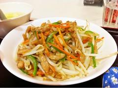 fried noodles(0.0), noodle soup(0.0), pancit(0.0), seafood(0.0), cellophane noodles(0.0), chinese noodles(0.0), laksa(0.0), noodle(1.0), mie goreng(1.0), bakmi(1.0), lo mein(1.0), hokkien mee(1.0), char kway teow(1.0), green papaya salad(1.0), food(1.0), dish(1.0), yakisoba(1.0), pad thai(1.0), cuisine(1.0), chow mein(1.0),