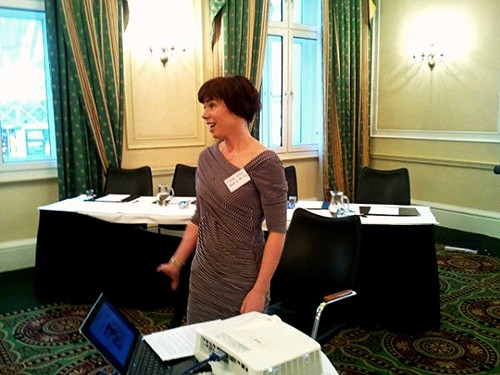 Ashley of Skint in the City leads workshop at Write on Finance Blog Up #2 London