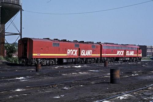 yard 1974 commuter rockisland e7b vuescan ektachromeslidescan ri655 ri610