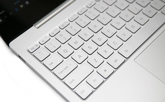 小米 Air 筆電 12.5 吋機型分享 (1) 實機入手開箱與 Macbook 比對 @3C 達人廖阿輝