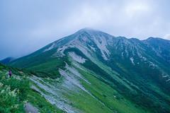 鷲羽岳山頂付近にガスがかかる
