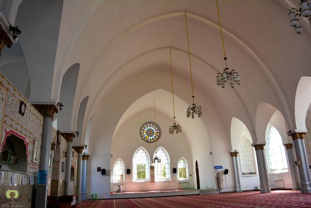 Intérieur de l'ancienne église de Hammam Bouhadjar, devenue mosquée
