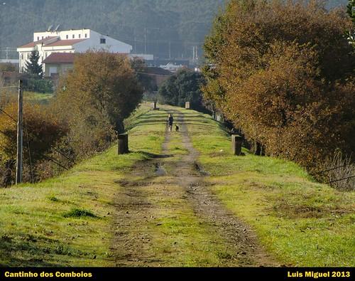 Perspectiva do canal da antiga Linha de Guimarães junto ao Apeadeiro de Bougado .
