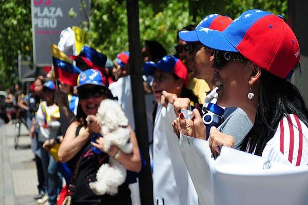Venezolanos radicados en Chile prostestaron en contra de Chávez.