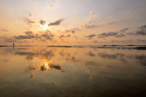 sunrise nikon day southcarolina atlanticocean pinoy hiltonheadisland d90 handheldshot iso159 manualmodeexposure burkesbeach setholiver1 aperturef220 circularpolarizers 1100secondexposure pwpartlycloudy