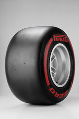 PIRELLI_P_ZERO_SUPERSOFT_RED