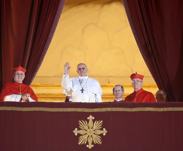 La Corea del Nord lo accoglie sparando tre razzi, ma Papa Francesco invita al dialogo