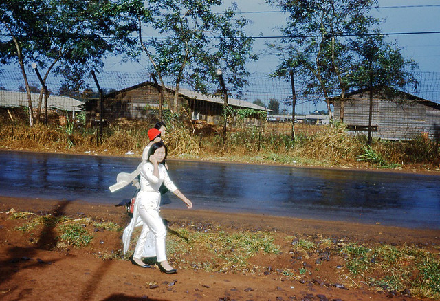 Ban Me Thuot 1968-69 - Girls walking along the road