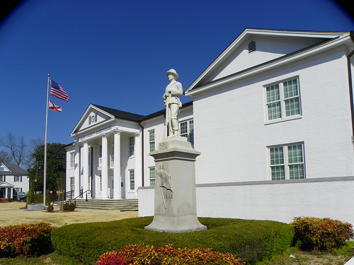 St. Clair County Clourthouse and Confederate Monument