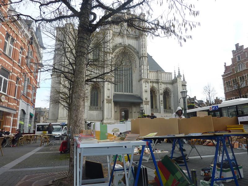 El mercado y la Iglesia de San Pedro