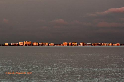 sunset gulfofmexico water buildings evening bay sundown florida february sanibelisland goldenlight fortmeyersbeach canon60d jannagal jannagalski