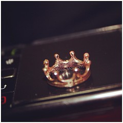 crown(0.0), clothing(0.0), gemstone(0.0), earrings(0.0), jewellery(1.0), headpiece(1.0),
