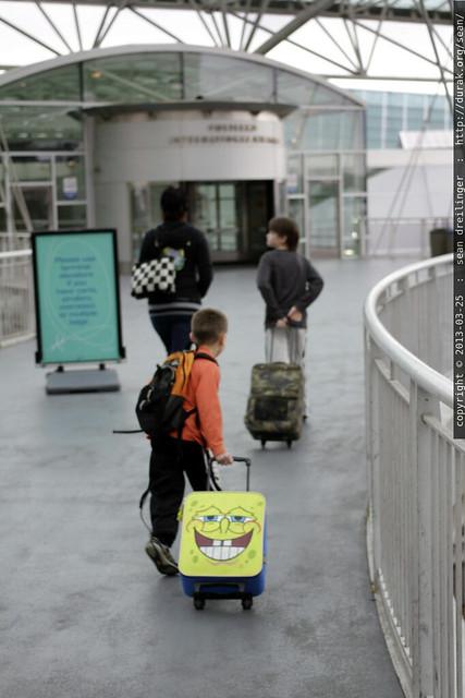 unaccompanied minors, accompanied by their mom, heading into the pdx portland international air terminal - _MG_3657