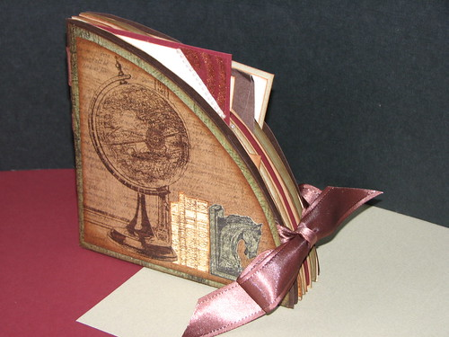 Club Scrap Bookshelves Globe Book 001