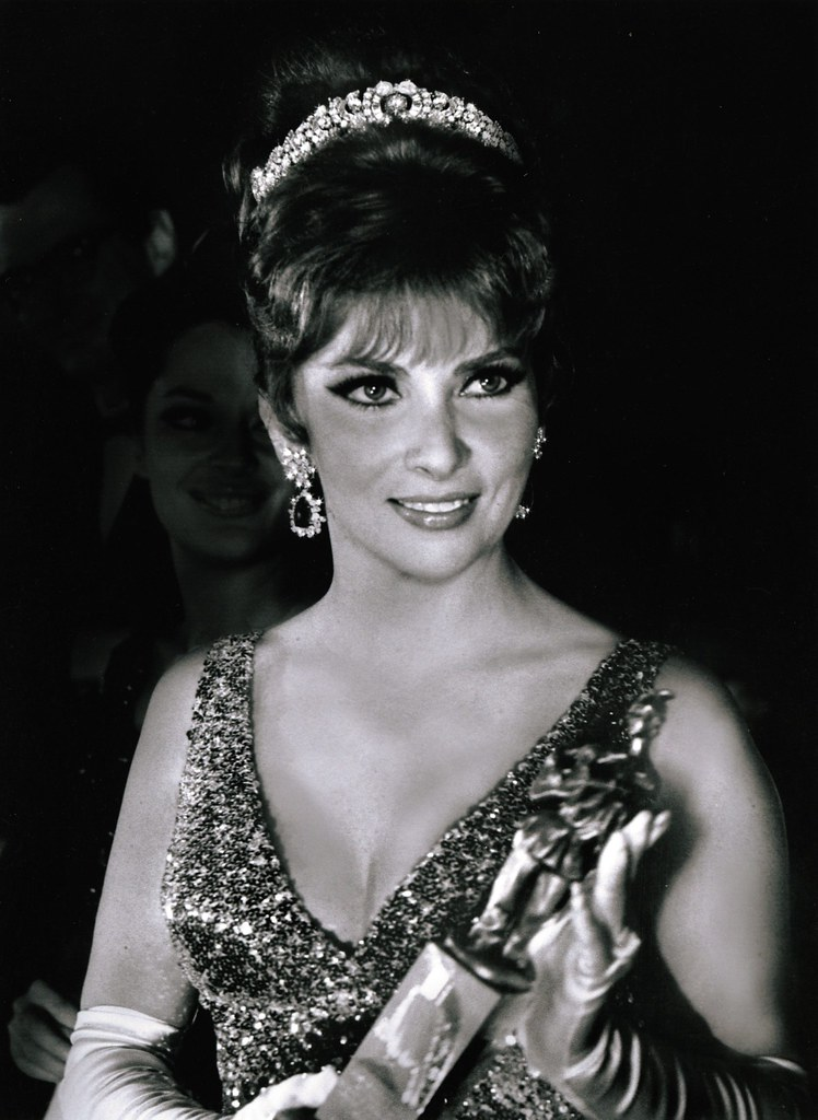 Kee Hua Chee Live!: ACTRESS GINA LOLLOBRIGIDA WILL SELL ...