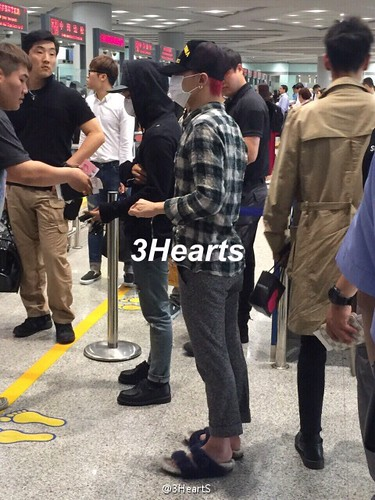 Big Bang - Beijing Airport - 07jun2015 - suckmy - 01