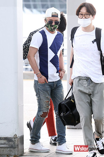 BIGBANG Incheon Airport to Shanghai Press 2015-06-19 015