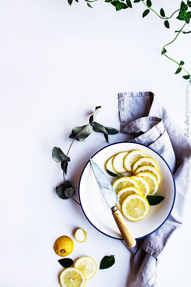 Helado de lemon curd con galletas de tahini