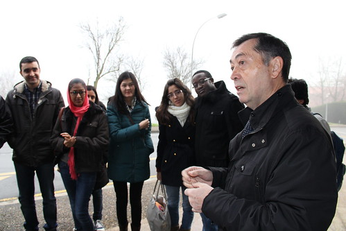 Mikel Lezamiz, Deustun Osasun arlorako politika publikoen gaineko masterra egiten ari diren gazteekin.