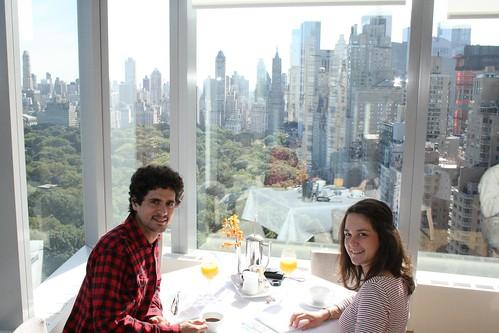 Desayunando en el Mandarin Hotel con Central Park tras el cristal