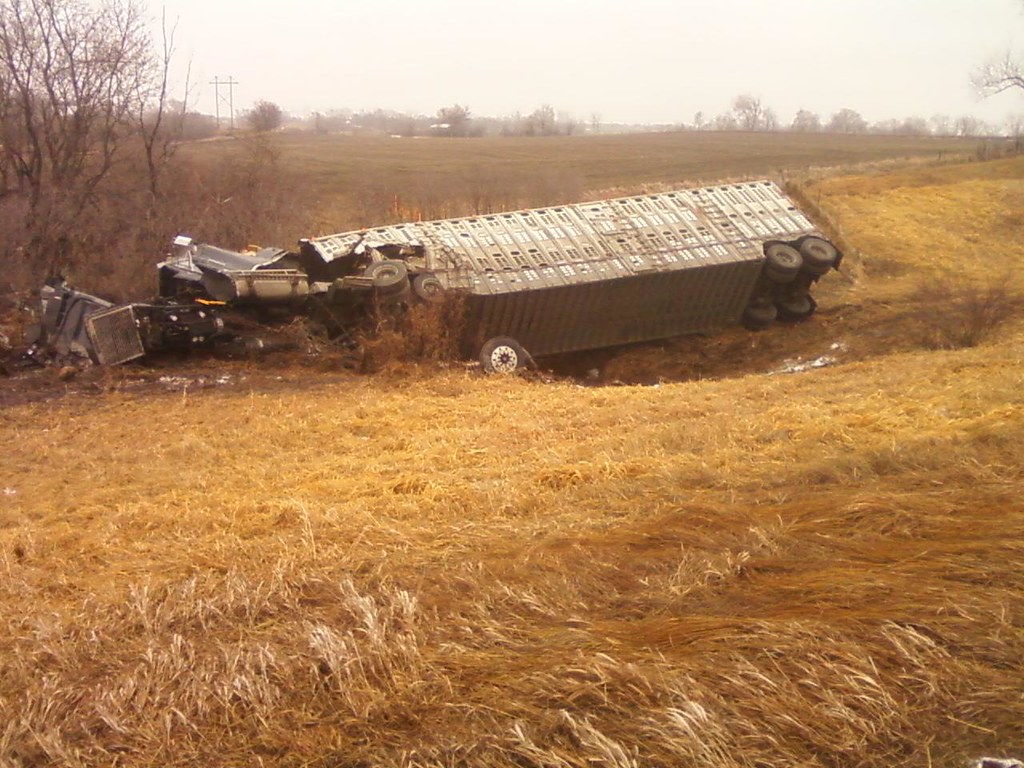 Cattle truck wreck along I35 n of Ankeny | Thank you for usi… | Flickr