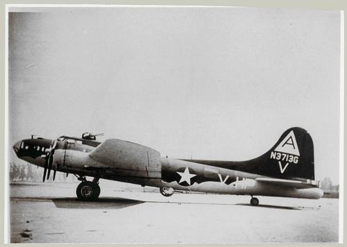 B-17 N3713G