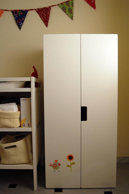 armario infantil con vinilos