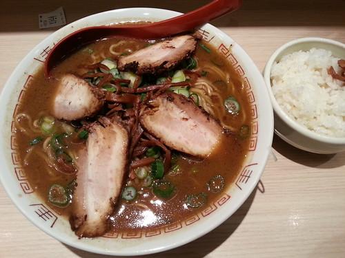 ra130207麺や 七彩 東京ラーメンストリート 醤油豚骨中華そば ダブル 小ライス