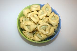 01 - Zutat Tortellini mit Spinatfüllung / Ingredient tortellini spinache