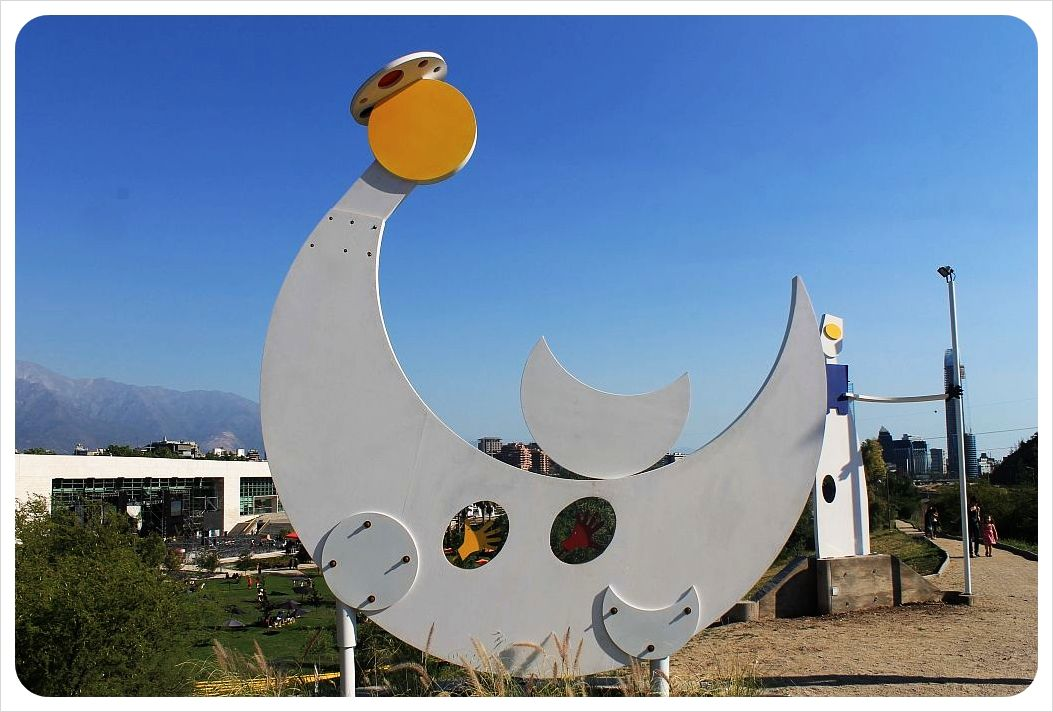 santiago sculpture bicentennial park