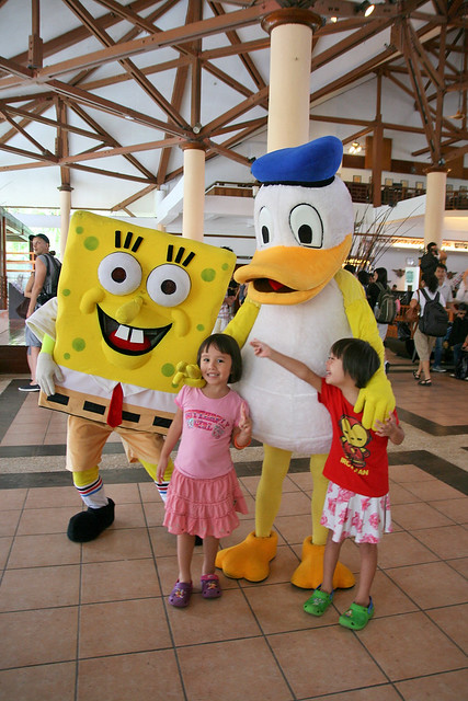 Spongebob and Donald Duck are at the lobby entertaining kids while parents check out