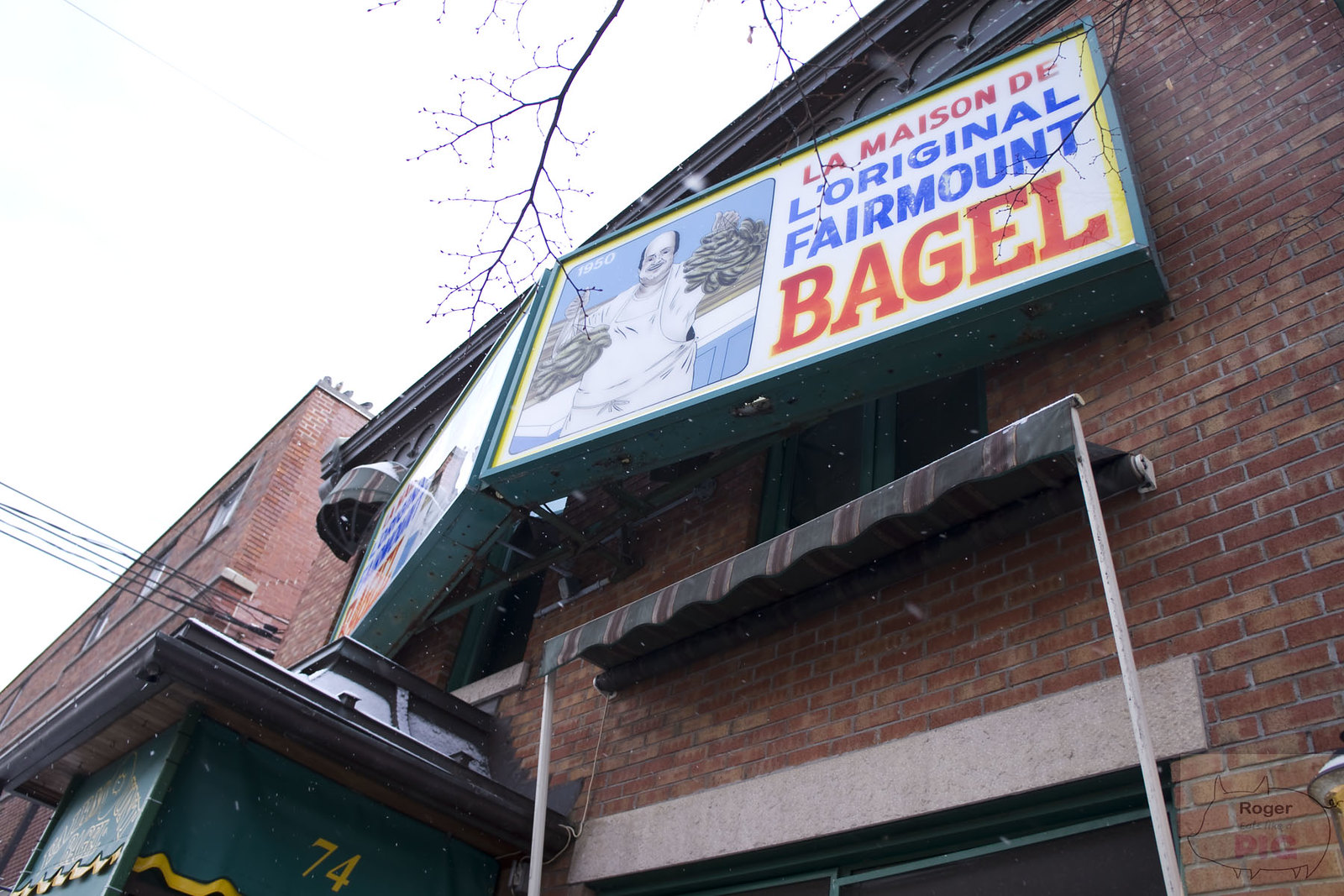 Montreal Bagel Battle   Fairmount Bagel vs. St Viateur Bagel & Café!