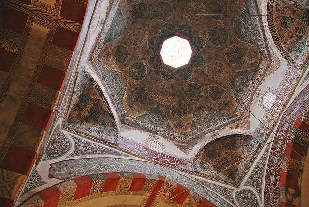 Octagon shaped dome of Eski Mosque, Edirne, Turkey エディルネ、エスキ・ジャーミィの八角形天井