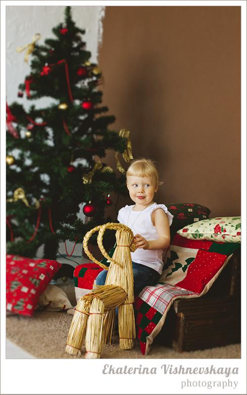 фотограф Екатерина Вишневская, хороший детский фотограф, семейный фотограф, домашняя съемка, студийная фотосессия, детская съемка, новогодняя съемка детей, малыш, ребенок, съемка детей, фотография ребёнка, девочка, ёлка, рождество, фотограф москва