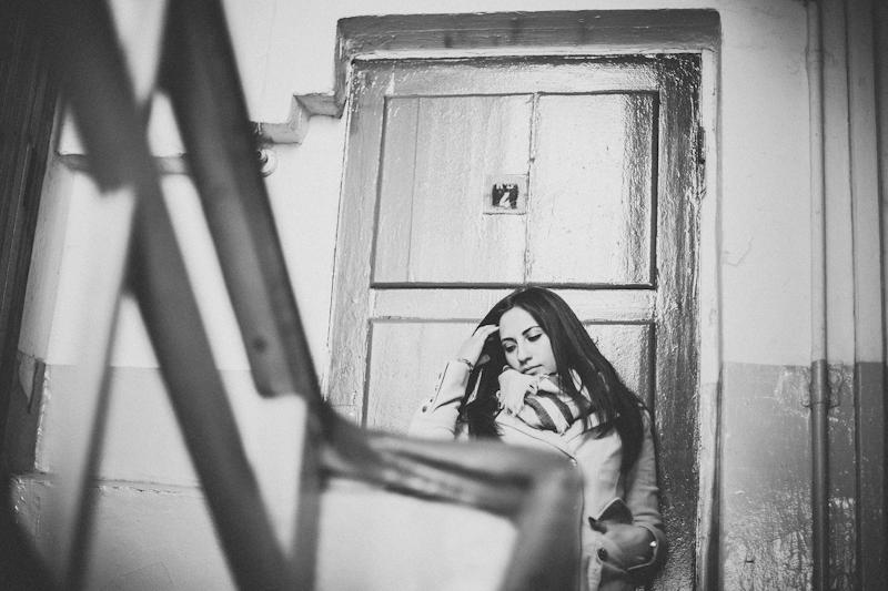 Творческая прогулочная фотосессия девушки