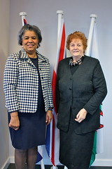The Presiding Officer meets the Cuban Ambassador Her Excellency Esther G. Armenteros Cárdenas 11 March 2013 / Y Llywydd yn cyfarfod â Llysgennad Ciwba Ei Hardderchogrwydd Esther G. Armentos Cárdenas 11 Mawrth 2013