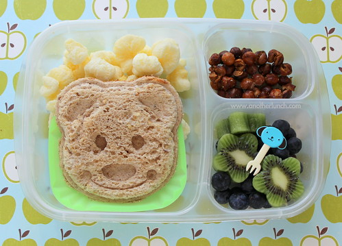 bear face smily sandwich, dry roasted chickpeas, kiwi & blueberries