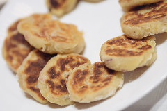 baked goods, hotteok, food, english muffin, dish, syrniki, cuisine,