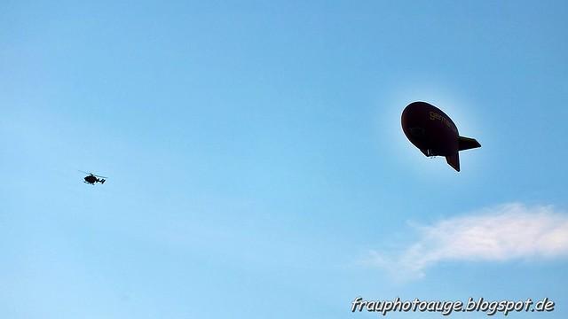 Zeppelin und Hubschrauber