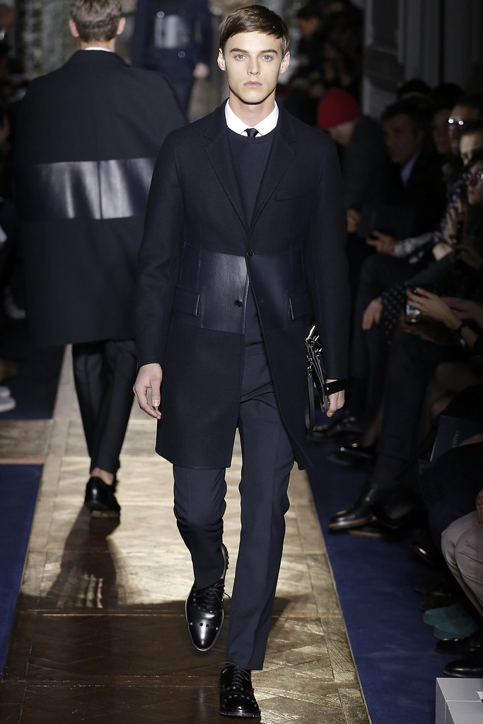 Robbie Wadge3635_FW13 Paris Valentino(VOGUE)