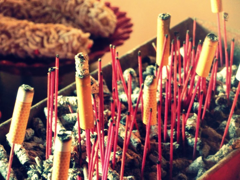 Cigarette-offerings-Buddhism
