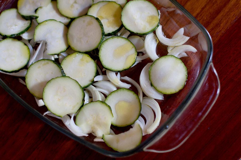 Calabacín y cebolla para el chicharro