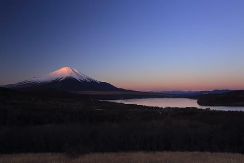 morning winter panorama mountain lake canon fuji yamanakako