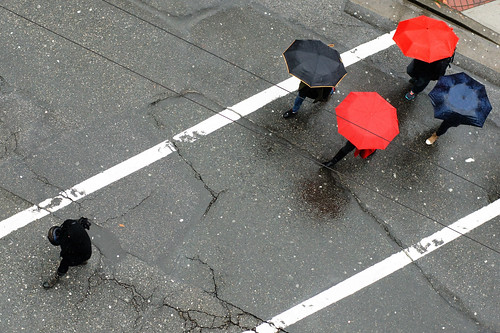 street red urban black color lines rain vancouver mood geometry pedestrian follow topview a55 kemily 2013syzy